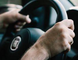 Conduire avec un plâtre